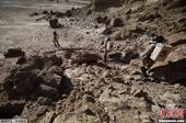 据当地时间3月11日发布的图片显示,当地时间3月2日,美国犹他州火星沙漠研究站,工作人员身穿太空服在...