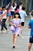 入伏以来,青岛高温天气持续,昨天中午,热浪更是滚滚来袭,但记者发现尽管酷暑来临,却丝毫没有影...