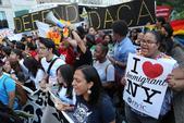 纽约民众抗议特朗普终止人道主义救援