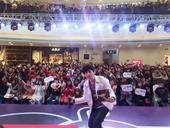 搜狐娱乐讯 8月31日晚,唱作型歌手后弦,在银川结束了新专辑《下完这场雨》的最后一场全国巡回签唱会,...