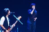 """搜狐娱乐讯(肖旋/文 马森/图)8月3日晚,五月天""""Just Love It拥抱""""公益演唱会..."""