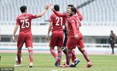 北京时间2月16日,上海上港队与韩国釜山偶像队进行热身赛,胡尔克艾哈迈多夫破门欢庆。