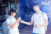 搜狐娱乐讯 今日,国民IP电影《李雷和韩梅梅》发布了同名主题曲MV。该片由经人民教育出版社授权的国民...