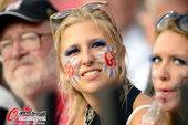 北京时间8月11日,伦敦奥运会美女脸涂油彩观看田径比赛。更多奥运视频>> 更多奥运图片>>