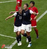 2012年8月1日,2012年伦敦奥运会女足小组赛,美国1:0胜朝鲜。美国队员赛场兴奋,朝鲜则难掩失...
