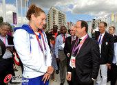 北京时间2012年7月30日,2012年伦敦奥运会,法国总统奥朗德接见法国代表团成员。更多奥运视频>...
