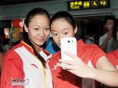 2012年8月12日,2012年伦敦奥运会,中国花样游泳队回国。 更多奥运视频>> 更多奥运图片>...