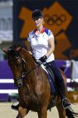 北京时间2012年7月27日,英国王室成员扎拉公主(Zara Phillips)参加奥运马术比赛引人...