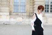 近日,蔡淳佳曝光了一组最新巴黎时尚街拍,照片中,蔡淳佳身着Calvin Klein品牌潮装,搭配Da...