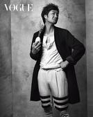 搜狐韩娱讯 韩国演员朴海日近日为某时尚杂志拍摄一组黑白写真,身着帅气风衣、夹克等以多种造型变身时尚熟...