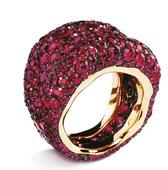 极尽奢华的取材、令人叫绝的配色、纷繁华丽的设计……以复活蛋闻名于世的Faberge家族找来法国珠宝艺...