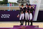 伦敦奥运会马术比赛9日在格林尼治公园落下帷幕。在最后一天马术盛装舞步个人赛决赛中,英国选手尽显主场优...