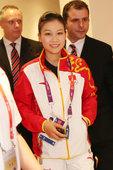 北京时间2012年7月28日晚间,伦敦,中国射击队女子气步枪选手易思玲摘得本届奥运会首金后,晚间她和...