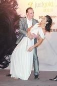 搜狐娱乐讯 2012年7月16日香港讯]叶倩文(Sally)将于9月22至24日举办《完全是你》红馆...