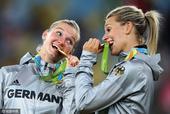 北京时间2016年8月20日凌晨4时30分,里约奥运会女足决赛在马拉卡纳体育场举行,德国2-1力克瑞...