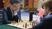 4月26日,首届金砖国家国际象棋大师赛在陕西扶风进行了第3个比赛日的角逐。今日前,余泱漪暂居第一位,...