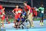 组图:美国4x100犯规成绩取消 大将受伤坐轮椅