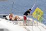 高清图:鲁尼度假还挺嗨!包游艇携妻带友狂欢