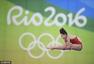 高清图:女子十米台中国摘金揽银 空中姿态优美