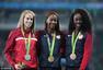 女子400米栏美国新秀夺冠 领奖花式咬奖牌(图)