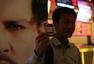 《超验骇客》首周末票房第一 发影迷观影视频