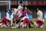 高清:上海U20男足出席颁奖仪式 球员抛起成耀东