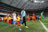 高清图:荷兰点球胜哥斯达黎加 全队狂喜拥抱庆