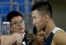 组图:男篮蓝队训练备战 刘晓宇带伤现身训练馆