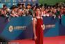 第五届北影节闭幕红毯 杨千嬅红色长裙干练有型