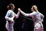 高清图:女子花剑俄选手夺冠 赛后向观众献飞吻