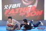 """《父子雄兵》7.21上映 大鹏范伟父子""""互坑"""""""