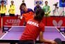 高清:世乒赛感人一幕 王励勤当尼泊尔选手陪练