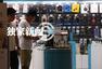 独家:毛宁逛电子用品店 忘记时间险被锁在店内