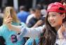 高清:2016中国站正赛美女惹眼 露脐装笑容甜美