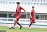 高清:上港热身釜山偶像 胡尔克破门与队友击掌