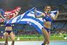 女子撑杆跳高希腊选手夺冠 身披国旗露笑容(图)