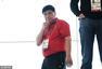 高清图:男子50米步枪三姿决赛 王义夫看台观战