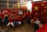 球迷聚集国家女排训练基地 打横幅呐喊助威(图)