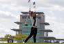 组图:印第安纳女子赛汤普森夺冠 驾驶赛车巡游