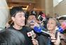 高清图:刘翔参加政协小组讨论 遇采访走错楼层