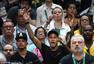 高清图:内马尔助阵巴西男排 握拳欢呼满面笑容