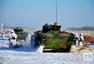 沈阳军区某装甲旅装步分队进行冬季训练