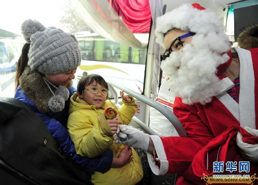 拍全球不一样的圣诞老人