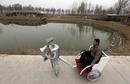 京郊农民自制机器人上世博