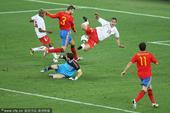 北京时间6月16日晚间22点,2010南非世界杯小组赛H组迎来第二场比赛。在德班市的德班体育场,西班...