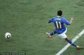 北京时间7月2日22点,第19届南非世界杯展开首场1/4决赛争夺。荷兰队在伊丽莎白港曼德拉湾球场迎战...
