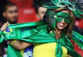 北京时间6月29日凌晨2点30分,南非世界杯第六场1/8决赛上演,由巴西队迎战智利队。图为赛前巴西球...