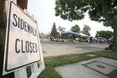 美国当地时间9月3日,迈克尔-杰克逊的葬礼计划在洛杉矶郊区的格伦代尔林茵纪念公园举行。歌迷汇聚于此,...