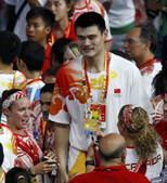 8月24日晚,北京奥运会的闭幕式,姚明倍受关注。