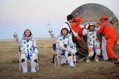 9月28日,神七航天员出舱。 新华社记者李刚摄